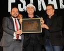 Cantor e compositor Flávio Leandro recebe o título de cidadão salgueirense
