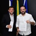 Presidente George Arraes assina contrato com o Instituto que venceu a licitação para a realização do Concurso Publico